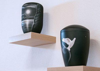 Urne mit Motiven aus hochwertigen Swarovski-Steinchen